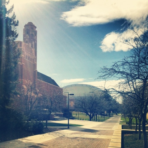 truelifeoftenni:  I love my University!