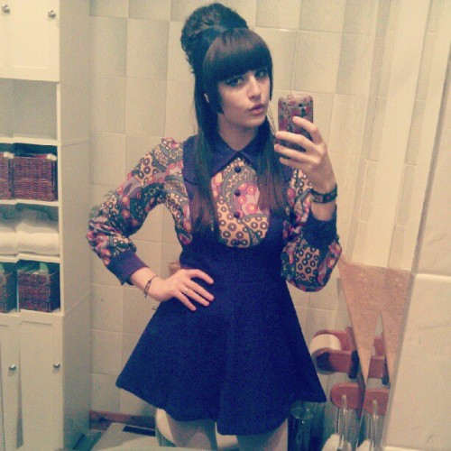 glad to be home, had a crappy day.  #me #60s #mini #psychedelic #dolly #retro #beehive #girlsides #newdress #badday #instapic #instagirl