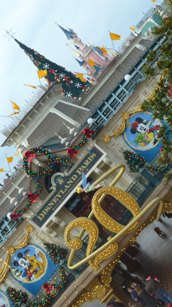 Disneyland Paris - Christmas Season Begins  @Disney_ParisEN