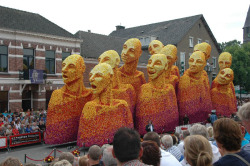 Flower sculptures parad in Zundert, Netherlands | Post by devidsketchbook.com