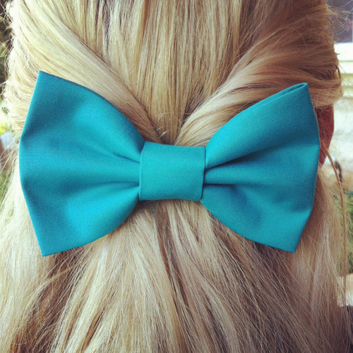 blonde bows and boots <3