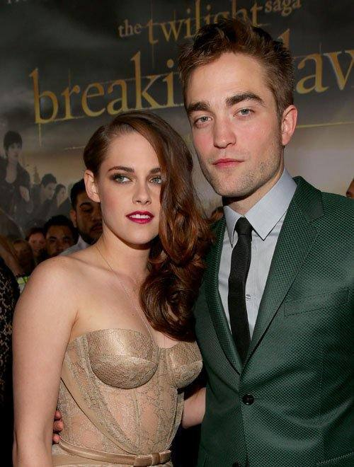 Kristen Stewart and Robert Pattinson attend the 'Breaking Dawn Part 2' premiere