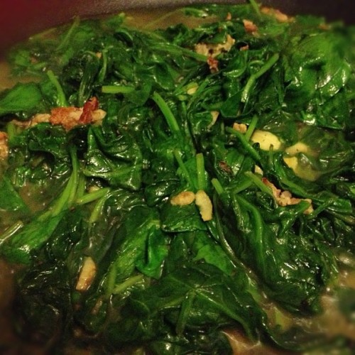 I think the entire neighborhood can smell my #savory #spinach made with #garlic and #bacon. :) #homemade #homechef #foodie #nom #yummy #familydinner