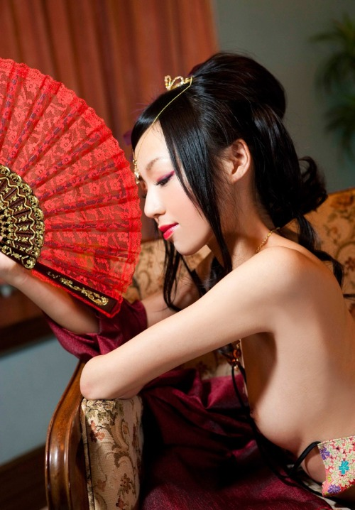 Asian styled outfits / scenes are so fucking sexy… especially on ginger girls.