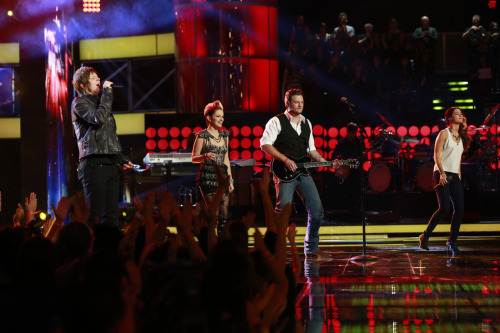 "‎#TeamBlake's Terry McDermott, Cassadee Pope and Michaela Paige belting ""Life is a Highway"" with their coach!"