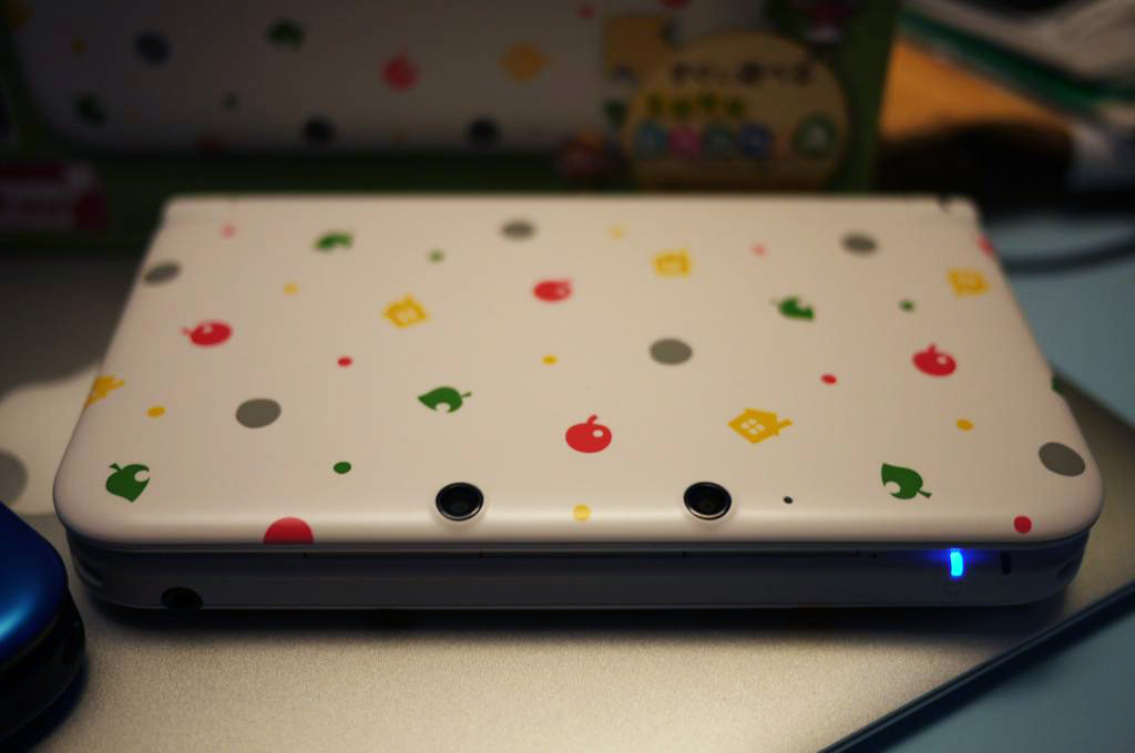 Animal Crossing Edition 3DS LL Beauty Shot Oh man, I like this version of the 3DS XL / LL more than the Pikachu one. It reminds me of confetti cake. Who would win in a fight? This model or the Slime 3DS? Source: Neo2046 via Tiny Cartridge