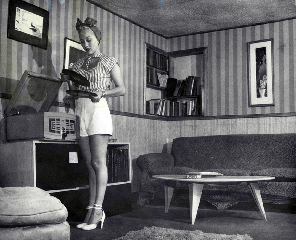 willigula:  Woman with records, c. 1950