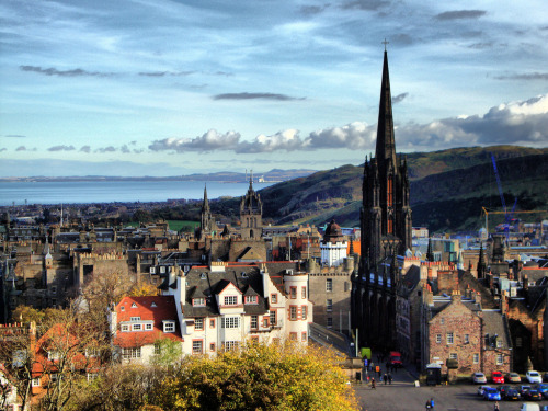 caledoniandream:  View from Edinburgh Castle, Ramsay Garden, The Hub, St Giles Cathedral (par photphobia)