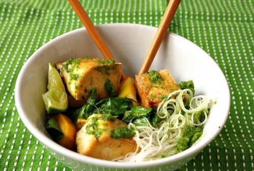 prettybalanced:   Thai Noodle Bowl with Crispy Tofu