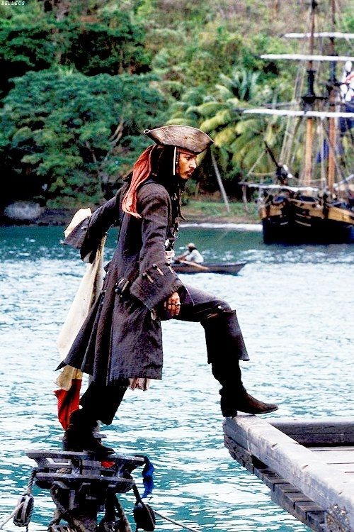 vivlio:  Jack Sparrow, captain Jack Sparrow.