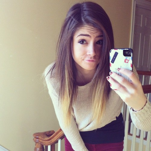 chrissycostanza:  excuse me while I make funny faces  ♥ her ! ^^