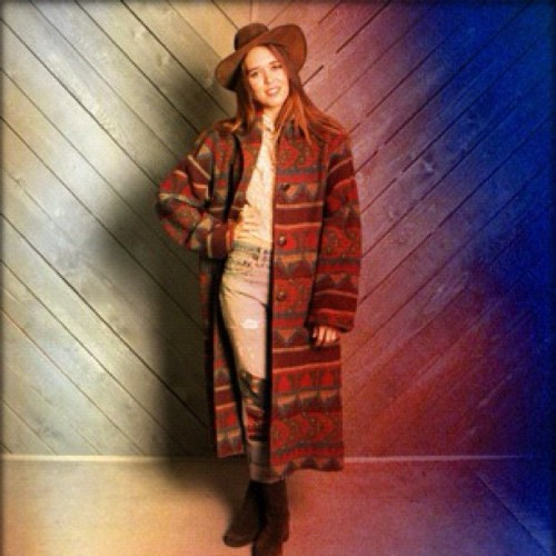 Feeling a distinct Montana ranch girl vibe today. #vintage #blanketcoat & #leatherhat available on @marketpublique! #bohostyle #boho #hippie #southwestern #swstyle #vintagelevis #vintagedenim #vintagefashion #fallfashion
