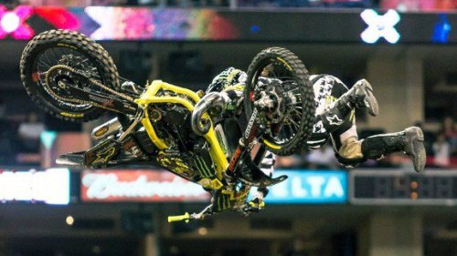 "Kyle Loza on the FMX bike flip: ""I'm landing on my seat in the foam pit 85 percent of the time."" Read the full interview here: http://es.pn/RRLNSH"