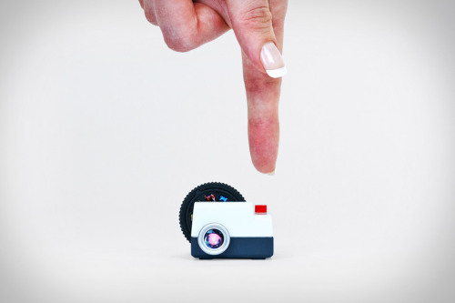 tumblr mdhwgzJOmq1r93pleo1 500 Projecteo is a tiny projector that's made to show off your...