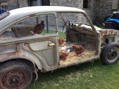 eruditionanimaladoration:  thegodmolecule:  Mobile chicken coop  now thats what i call recycling LOVE IT