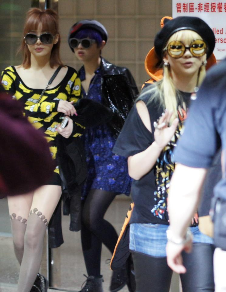 smile-its-new-day:  2NE1 arrival at Taiwan Taoyuan Airport,