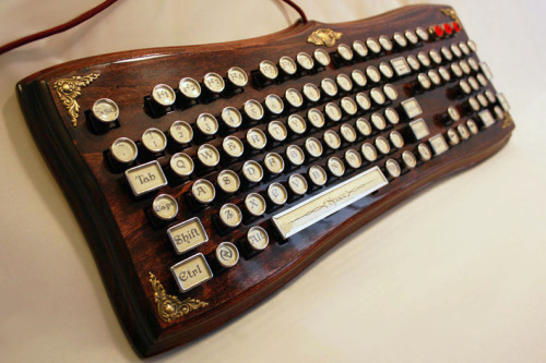 Steampunk keybord… Totally want one!