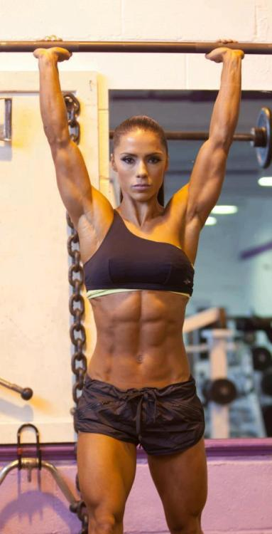 Andreia Brazier - shoulder press