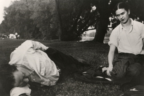 glitterferns:  Frida and Diego at the Park, 1932