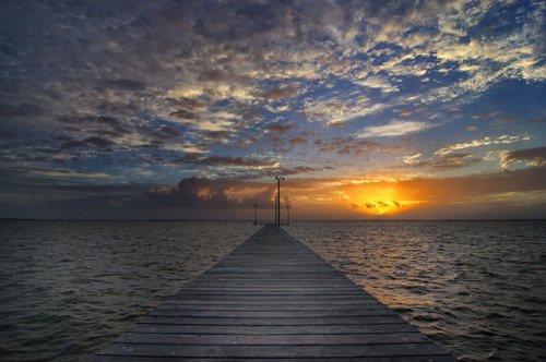 rickydevil:  Dawn Pier by Tom Haymes on Flickr.