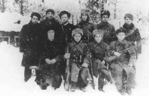 Jewish partisans in the Polesye region of Poland, 1943. Courtesy of the U.S. Holocaust Memorial Museum.