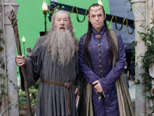 popwrapped:  Behind the Scenes of The Hobbit with Ian McKellen and Hugo Weaving!    http://www.Facebook.com/PopWrapped http://www.Twitter.com/PopWrappedhttp://www.YouTube.com/PopWrapped (COMING SOON!)http://www.PopWrapped.com (COMING SOON!) Instagram: PopWrapped