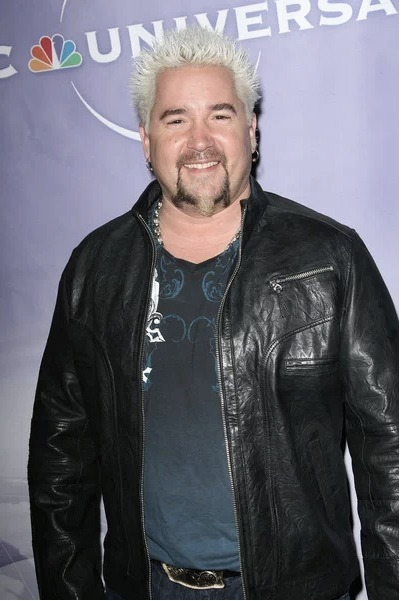 "Well that can't be good for business… Celebrity chef Guy Fieri has his restaurant SLAMMED by food critic and Guy lashes out saying the New York Times has an ""agenda"". Click the pic to read the full story."