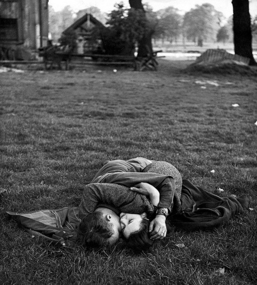 American soldier and his English girlfriend on lawn in Hyde Park, one of the favorite haunts of US troops stationed in England Photo by Ralph Morse, London, May 1944