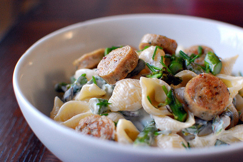 Pasta with Goat Cheese & Asparagus http://www.pink-parsley.com/2010/04/pasta-with-goat-cheese-and-asparagus.html