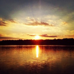 #sun #sunset #sunny #sky #clouds #lake #river #water #waterfront #nature #light #natural #beautiful #horizon