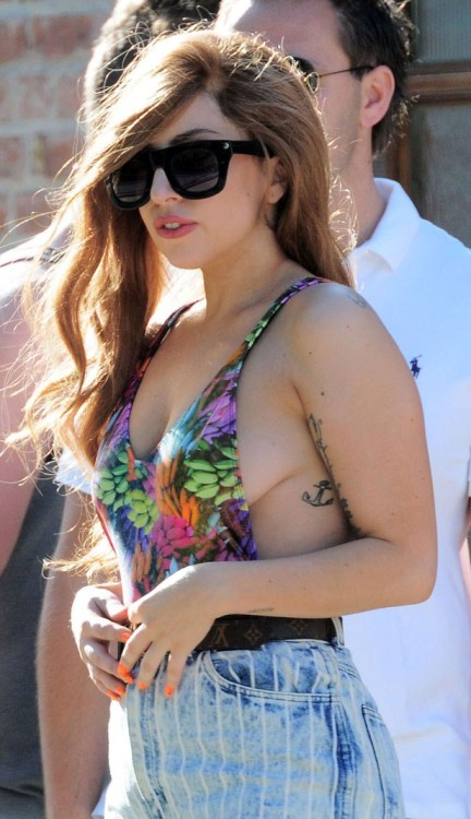 Gaga was pictured out and about in Buenos Aires, Argentina yesterday showcasing an impressive amount of sideboob.