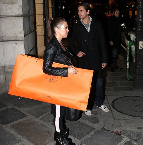 Kourtney & Scott Disick shopping in Paris I want what in her bag!!