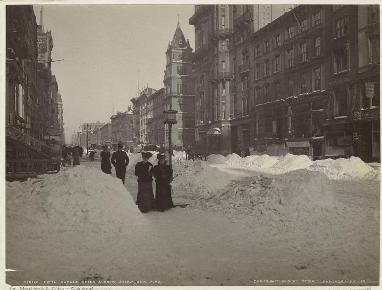 How New Yorkers on Fifth Avenue handled the snow, in 1905. Via the @NYPL's endlessly fascinating digital archive.   Photo credit to: Detroit Photographic Co.