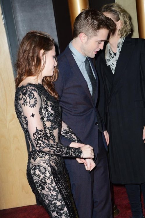 I can't even explain the love I have for this pic #robstenhandholding