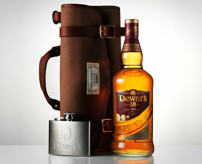 gearpatrol:  FSC x Dewars Travel Bag. Grow up from your paper-bagging ways.  Ooooh, the rugged class. Also, something frivolous I'd like to own.