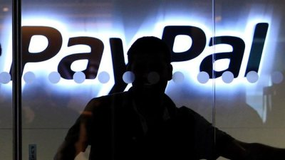 "emergentfutures:  PayPal set to launch facial-recognition for ins-store purchasing via smartphones   Forget about fumbling for coins or even a credit card when you are buying a coffee, selecting clothes or dining out all you need is a smartphone and a mug shot. Simply show up, ""check in"" at a store on your handset via the web, place an order, and have a sales assistant confirm your photo ID when it flashes up on their terminal.  Full Story: News"