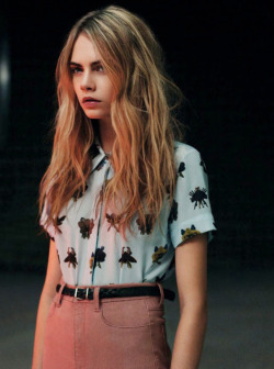 juxtapologist:  Oh my god. I love this picture of Cara. Everything is perfect.