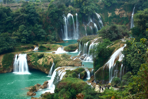 landscapelifescape:  Detian Transnational Waterfall (border btwn China & Vietnam)  (by SJ photography)