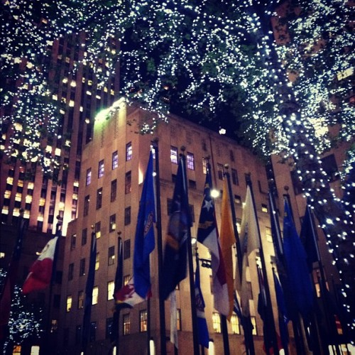 Rockefeller Plaza. The holidays are here folks. #nyc (at Manhattan, NY)