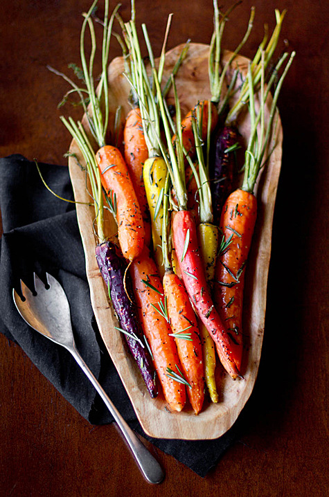 mytongueissmiling:  Rosemary Roasted Carrots