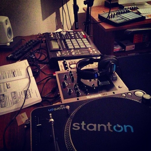 #another #night #around#the#mpc#ig#instagram #instagrammers#jj#dj#roland#numark#stanton#picoftheday#iphonesia #iphoneonly #iphoneistheshit#sweden#zlatan#beat#making#makingmusic#hit#gfid