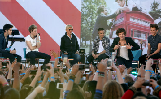 LIKE if you saw One Direction performing on ELLEN