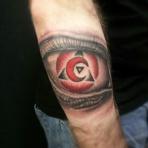 Did this fun piece today! #eye #tattoo #toronto #archivetattoo #aliek