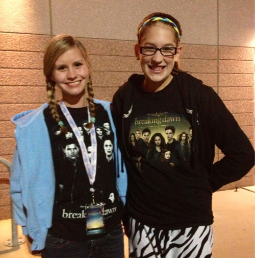 That's the spirit! Autumn Lundeen & Kendra Rentschler wore their best Twilight outfits for the midnight showing tonight!
