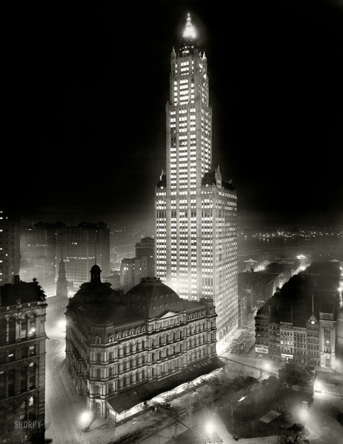 bygoneamericana:  Nighttime view of the Woolworth Building. New York, circa 1913.