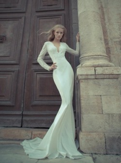 BEAUTIFUL neckline on this gown.