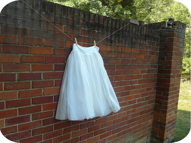 Ballerina Skirt | Sisters, Sisters This might be the comfiest ballerina skirt I've ever seen, and maybe one of the easiest to make too. Starting with a stretchy fabric tube, you build up your tulle/lace/chiffon layers and then pop a full length piece over the top. So you get the comfy stretchy base, the layers to give it the 'frouffy-ness' and the sheer top to spin around in! Plus, because this is based on your measurements rather than a pattern, anyone could make this in any size or length. Time to get the sewing machine back out!