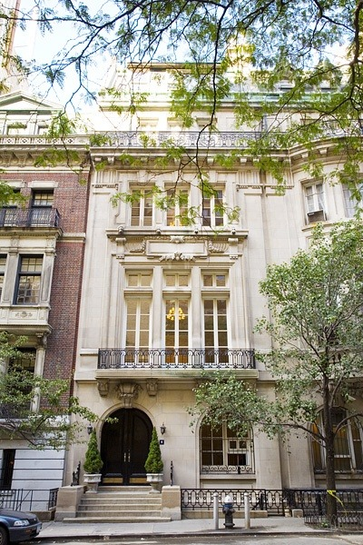 bergdorfprincess:   Limestone townhouse on East 64th Street, New York.  can i move in here? thx
