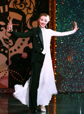 The joy of Takarazuka right here, how one woman can embrace the masculine AND the feminine, without losing either. It's a beautiful thing, no?