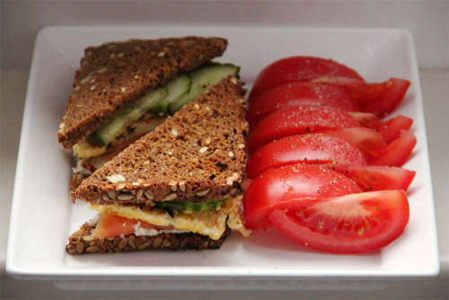 gaintheirjealousy:  Lunch: Toasted sunflower seed-bread sandwich with horseradish, cucumber, smoked salmon and 1 egg-omelette with chopped dried tomato; tomato slices